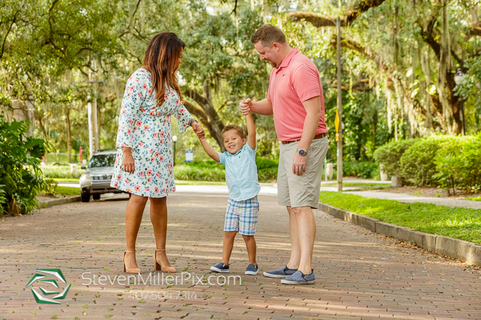 Family Photos in Dickson Azalea Park Orlando